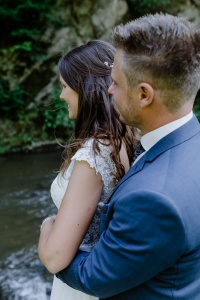 Hochzeit im Grünen Brautpaarshooting Eifel Bertradaburg Mürlenbach